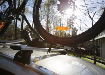 Zabezpieczenie roweru w bagażniku dachowym