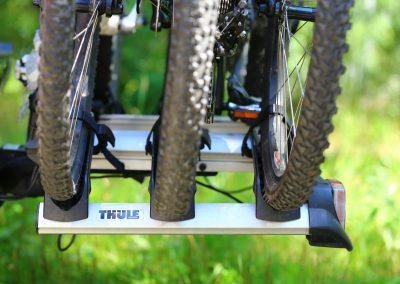 3 rowery na haku