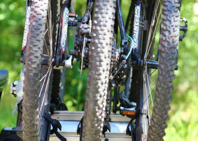 3 rowery MTB w bagażniku na hak